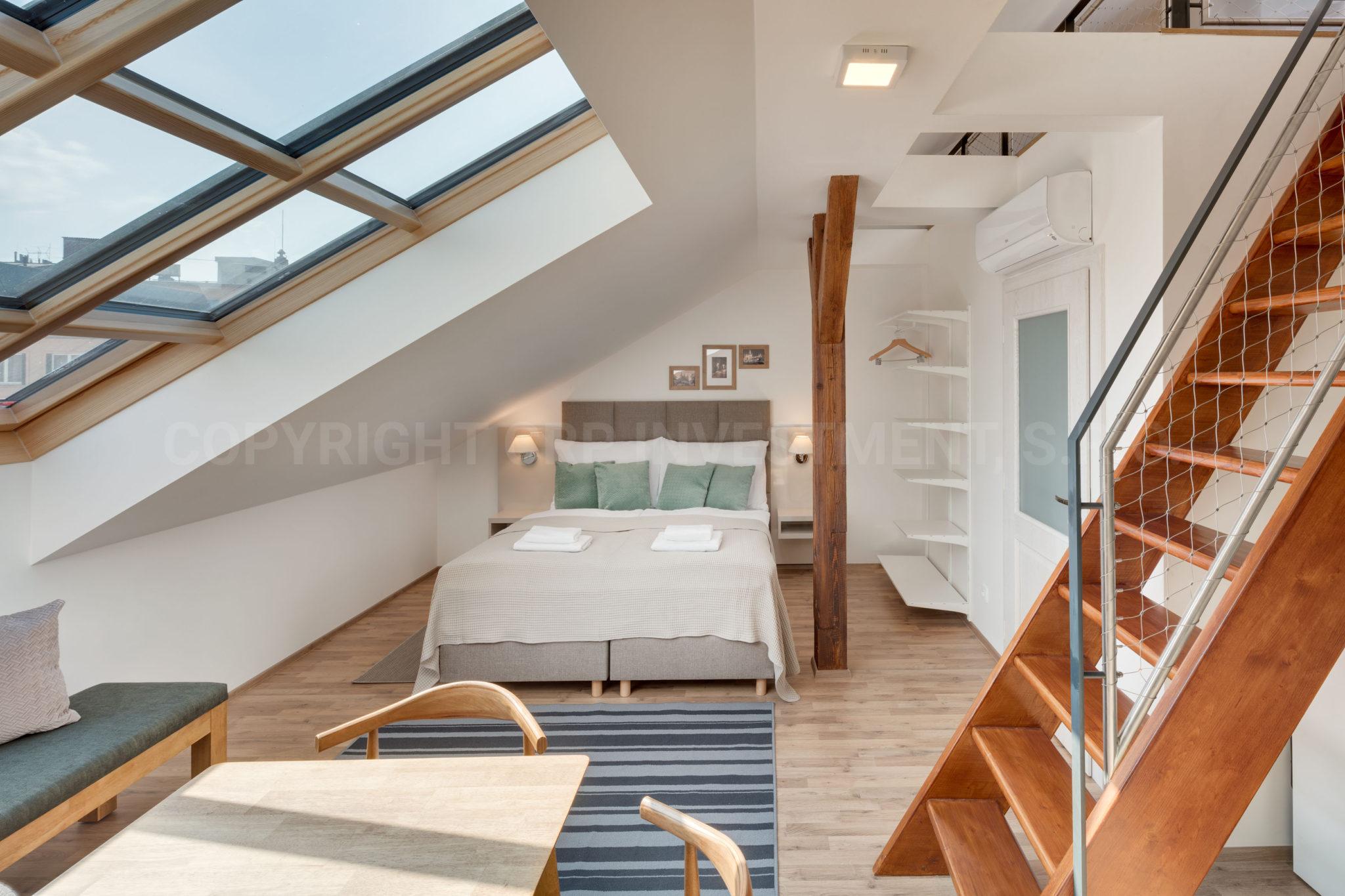 Private Maisonette-Wohnung zur kurzfristigen Miete in Prag